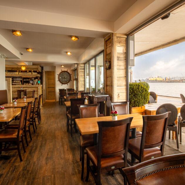 Hafenwirtschaft Hamburg   Fischrestaurant an den Landungsbrücken